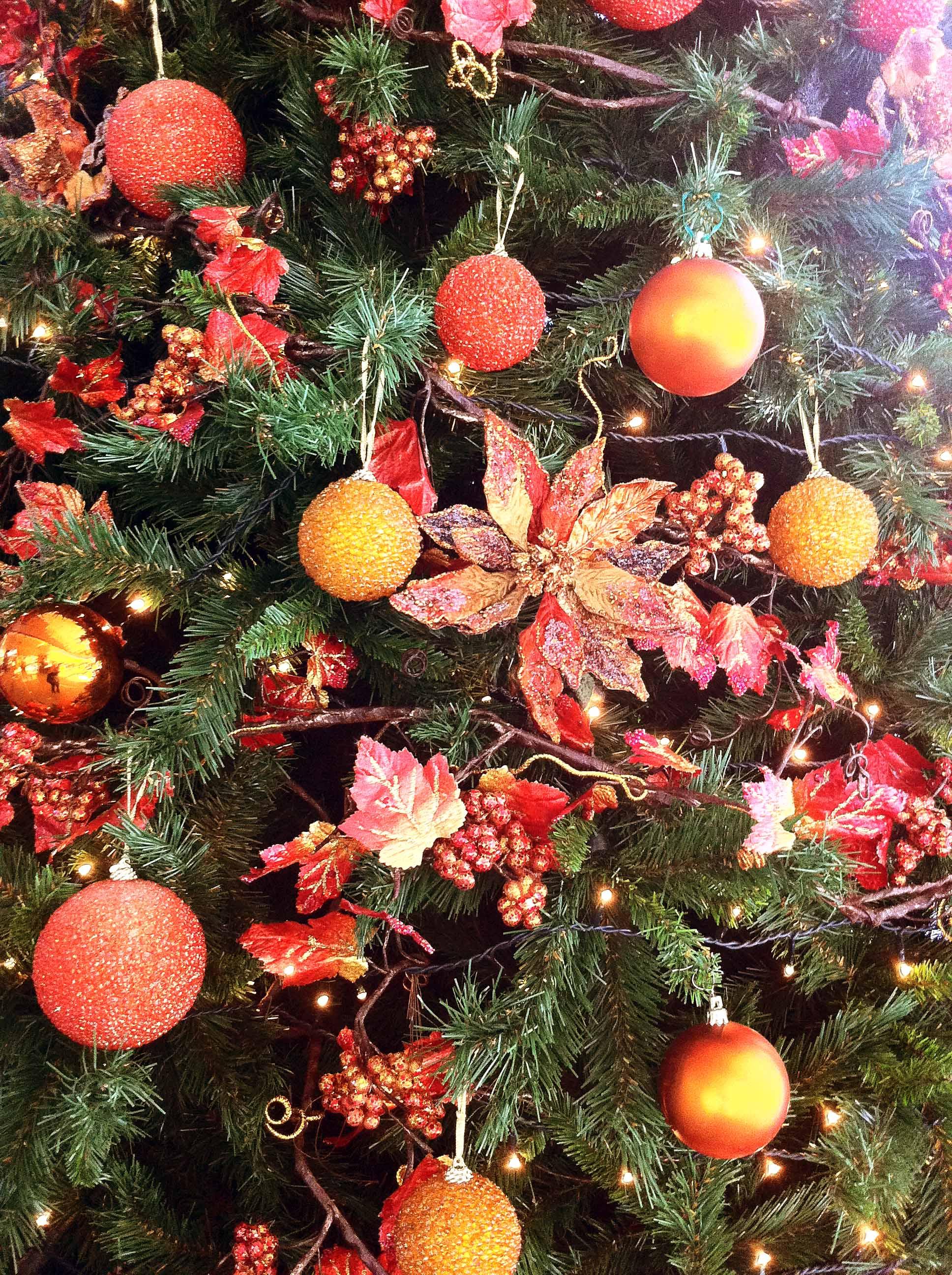 Árboles Navidad color naranja | B&M - Árboles de Navidad