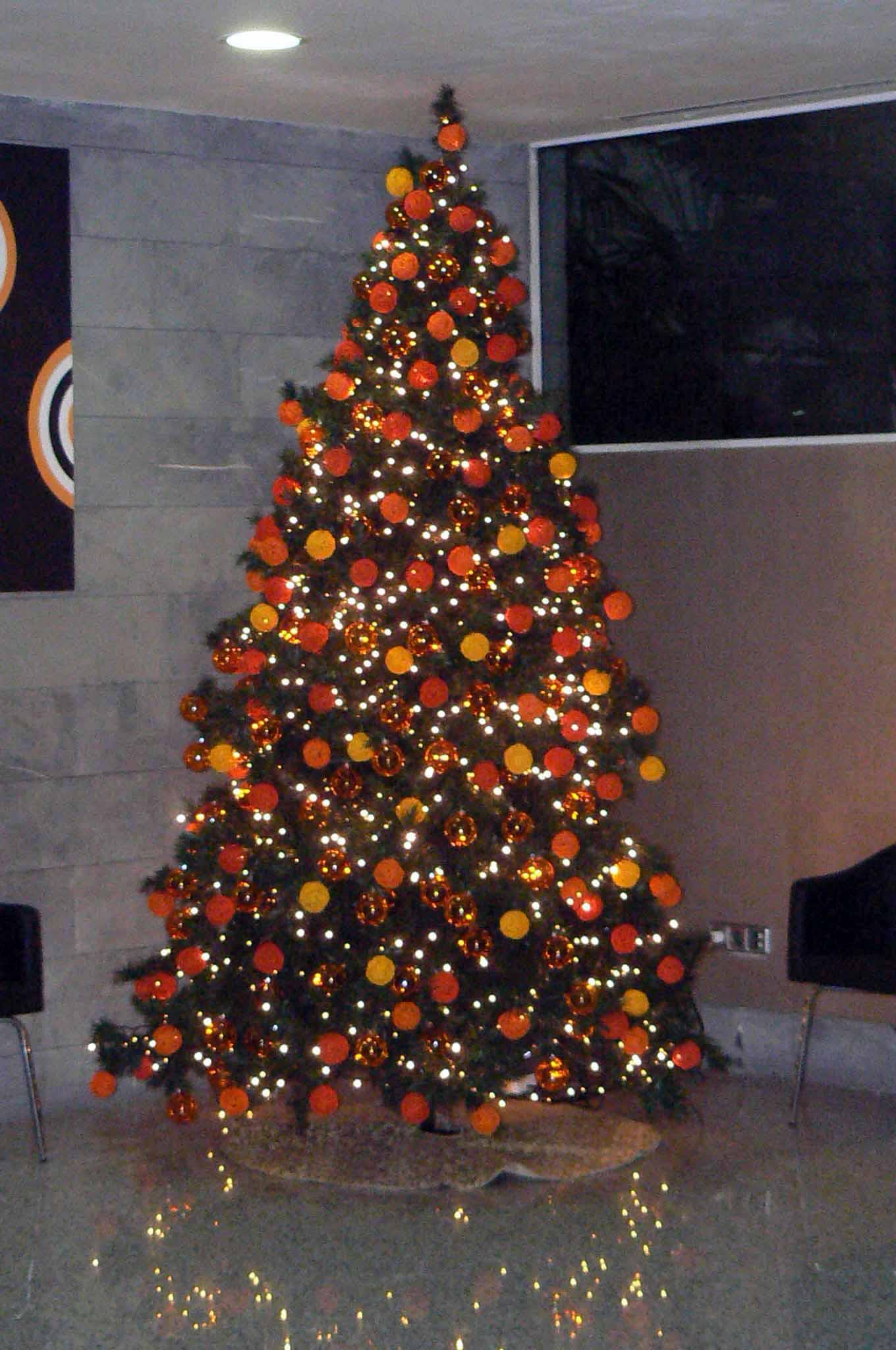 Rboles navidad color naranja b m rboles de navidad - Arbol de navidad colores ...