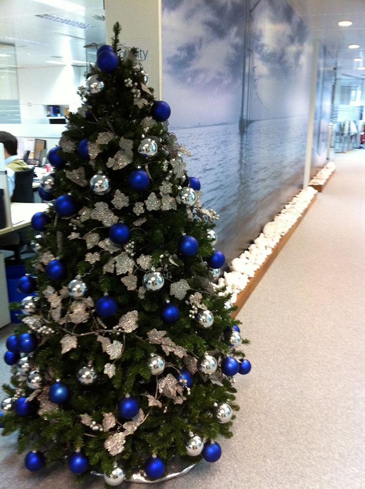 Rboles de navidad azules b m rboles de navidad - Arboles de navidad colores ...