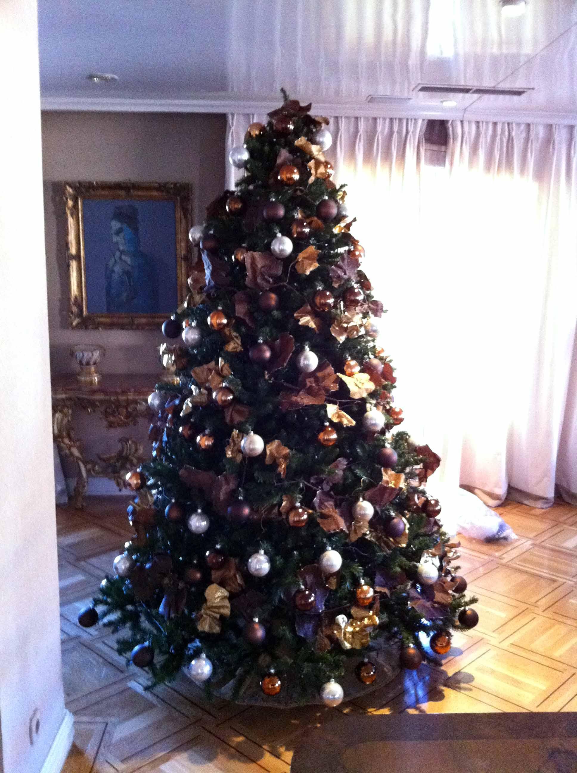 Rboles navidad color marr n b m rboles de navidad - Arbol de navidad adornado ...