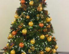 Árboles de navidad color oro